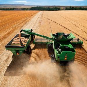 JOHN_DEERE_tractor_farm_industrial_farming_1jdeere_construction_3933x3171.jpg