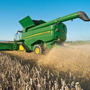 JOHN_DEERE_tractor_farm_industrial_farming_1jdeere_construction_4000x2662.jpg